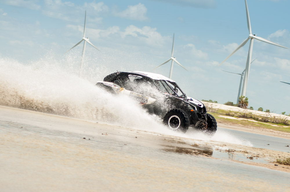 Francinei Costa/Dcio Benevides a bordo do Can-Am Maverick X3 X RS no Rally RN 1500 Crédito: Claudiney Sandro.